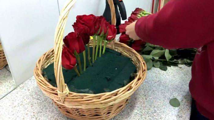 Корзина из живых цветов своими руками пошагово